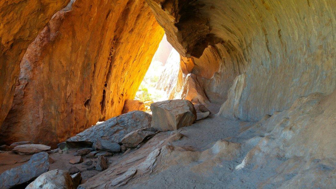 Ayers Rock \ Uluru cave