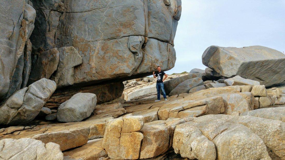 Rock formation behind Natural Bridge