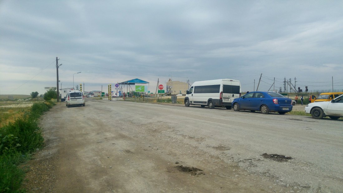 3 hours que at Kazakhstan border crossing