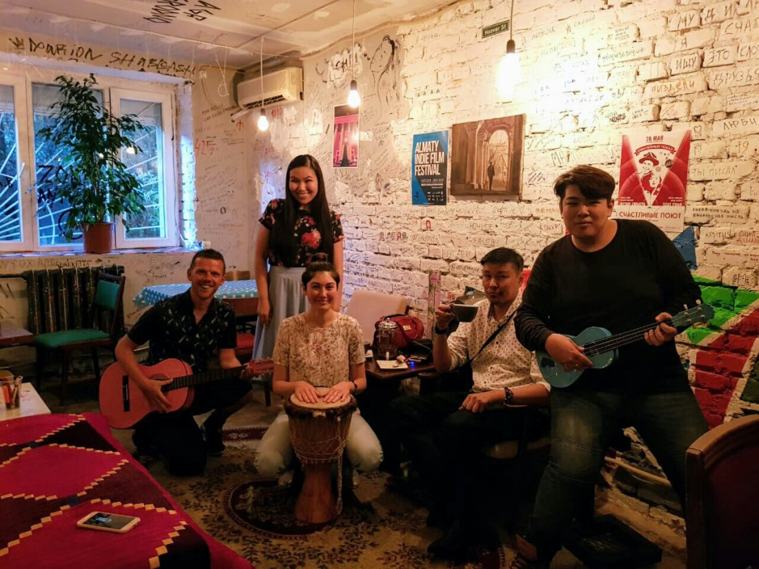 Couchsurfing event, Le Jañbyr Bar
