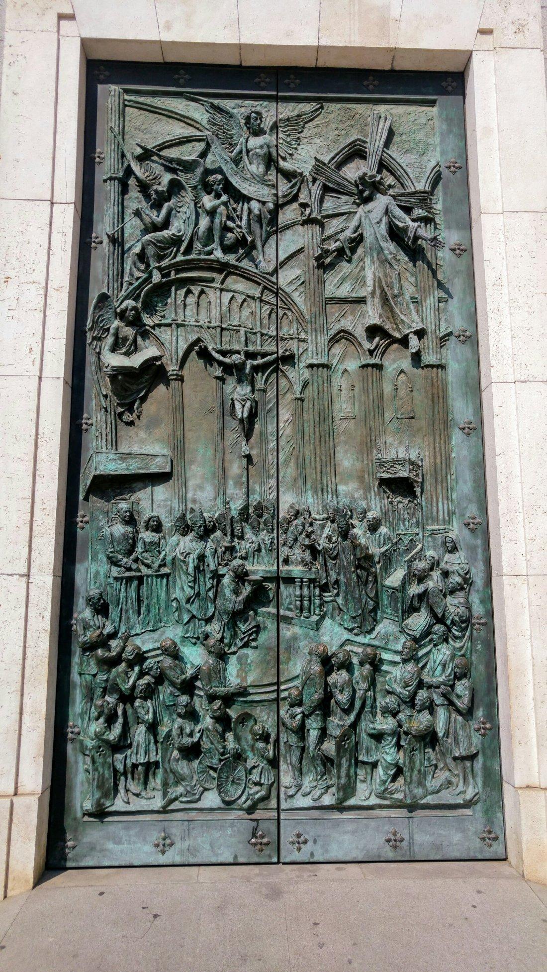 La Almudena's door