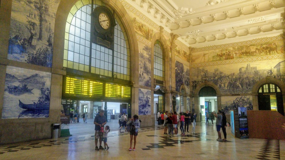 The Sao Bento train station